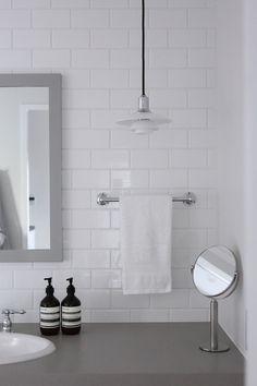 Bathroom Inspiration, Towel Rack, Washroom, Hand Washing, House Interior, Interior, Powder Room, Round Mirror Bathroom, Bathroom Mirror