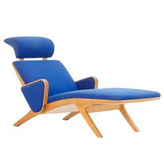 Chaise Longue by Okamura & Marquardsen for Getama Denmark  Denmark  1980's  Chaise longue in original blue wool fabric Kvadrat upholstery by Okamura and Marquardsen produced by Getama.     This very tight and elegant designed piece of furniture is produced by the company that also produced for designer like Hans Wegner.