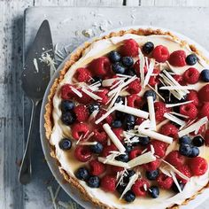 This berry and white chocolate tart from Annabel Karmel's Busy Mum's Cookbook is a show-stopping dessert that couldn't be simpler. The buttery biscuit base is covered with a delicious combination of c (Chocolate Cream Tart) Tart Recipes, Sweet Recipes, Baking Recipes, Dessert Recipes, Slow Cooker Desserts, Buttery Biscuits, Cookies Et Biscuits, Decadent Chocolate, White Chocolate