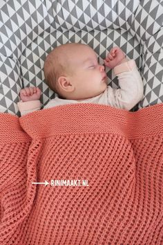 Luchtig ajour-strepen baby dekentje breien. - rinimaakt Brei Baby, Knit Crochet, Crochet Hats, Aviator Hat, Toddler Girl Dresses, Merino Wool Blanket, Cool Things To Make, Baby Knitting, Baby Items