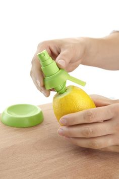 With the Stem Citrus Fruit Sprayer, you can spray juice directly from your favorite fruits in the freshest and easiest way.  Simply insert the Stem directly into the fruit and then pump the nozzle to evenly spritz your favorite foods with fresh citrus juice.  Outfitted with serrated teeth, inserting the Stem Citrus Fruit Sprayer directly into your lemons, limes, and oranges couldn't be easier. When finished, unscrew the bottom of the unit for easy cleaning in the sink.