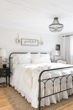 Rustic Farmhouse Bedroom Decorating Ideas To Transform: 21 Rustic Farmhouse Bedroom Decor Inspiration Ideas Guest Bedrooms, Bedroom Sets, Home Decor Bedroom, Modern Bedroom, Bedroom Furniture, Furniture Decor, Diy Bedroom, Furniture Stores, Bedroom Curtains