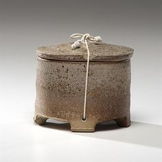Byron Temple (American: 1932-2002) - Covered and Tied Box, 1998 - Stoneware