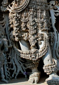 Even today you wont find such a beautiful jewels of gold which were those days carved out of stone Indian Temple Architecture, Ancient Architecture, Art And Architecture, Indian Art Traditional, Temple India, Hindu Temple, Ancient Indian Art, Buddha Painting, Buddha Art