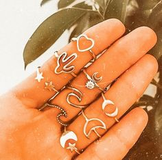 Stylish Jewelry, Cute Jewelry, Jewelry Accessories, Aesthetic Rings, Peach Aesthetic, Summer Bracelets, Summer Jewelry, Accesorios Casual, Hand Jewelry