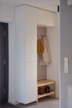 IKEA-Hack: Stauraumlösungen wie vom Schreiner für den Flur & Co. | SoLebIch.de Hacks Ikea, Diy Ikea Hacks, Ikea Hack Besta, Entrada Ikea, Diy Home Decor, Room Decor, Diy Casa, Home Hacks, Wall Shelves