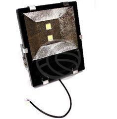 Foco industrial de luz LED y con protección ambiental IP65. Muy robusto, fabricado en aluminio de alta calidad y con soporte orientable para fijación a pared o techo. Este tipo de iluminación industrial es ideal para sustituir las tradicionales luces de naves industriales, tiendas, negocios, gimnasios, grandes salas, iluminación de espacios exteriores, etc. Su consumo es muy inferior a la iluminación industrial tradicional y no tiene tiempo de calentamiento para alcanzar el máximo nivel…