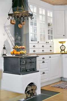 Best Farmhouse Kitchen Decor Ideas to Fuel Your Remodel - Harp Magazine Country Kitchen, New Kitchen, Kitchen Dining, Country Living, Kitchen Ideas, Best Kitchen Cabinets, Kitchen Cabinet Colors, Küchen Design, House Design