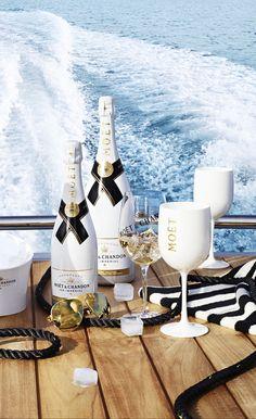 Follow Rent a Stylist https://nl.pinterest.com/rentastylist/ Moet Champagne
