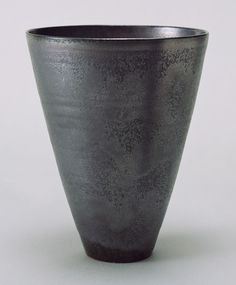 Gertrud Natzler and Otto Natzler. Vase (no. 6477). 1945 MoMA.