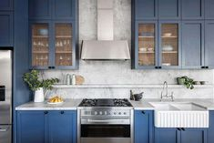 Beautiful use of colour with Superwhite by in this kitchen. Installed by Build Styling… Kitchen Interior, Kitchen Design, English Farmhouse, Stone Kitchen, Super White, Shaker Style, Farmhouse Design, Bungalow, Living Spaces