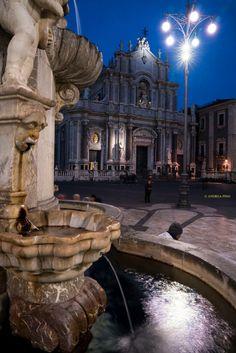CATANIA:+piazza+Duomo+-+SICILY+-+ Catania Sicily, Sicily Italy, Sicily Travel, Italy News, Italy Tours, Italian Beauty, Next Holiday, Kirchen, Wonders Of The World