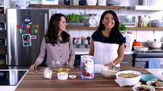 Geneviève O'Gleman and Alexandra Diaz are making Breakfast croustade with berries in this video clip from Minutes Futées. Tv Chefs, Breakfast Time, Breakfast Ideas, Brunch Recipes, Delish, Yummy Yummy, Meal Prep, Good Food, Appetizers