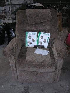 Brown Lift Armchair by Pride