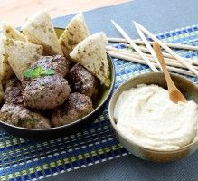 Recette - Keftas à la libanaise Meat Recipes, Slow Cooker Recipes, Crockpot Recipes, Lebanese Cuisine, Lebanese Recipes, Middle East Food, How To Cook Meatballs, Meat Appetizers, Arabic Food