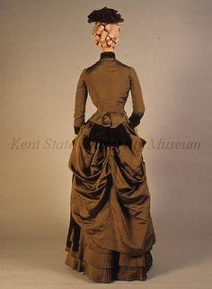 Day dress (view of back), 1880s US, Kent State University Museum collection