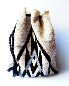 Marvelous Crochet A Shell Stitch Purse Bag Ideas. Wonderful Crochet A Shell Stitch Purse Bag Ideas. Diy Crochet And Knitting, Crochet Shell Stitch, Crochet Chart, Love Crochet, Easy Crochet, Crochet Lace, Crochet Handbags, Crochet Purses, Mochila Crochet