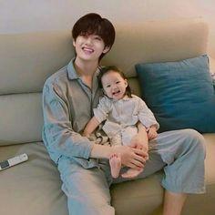 Taehyung Fanart, Kim Taehyung Funny, Bts Taehyung, Korean Babies, Asian Babies, Cute Baby Pictures, Bts Pictures, Bebe Love, V Chibi