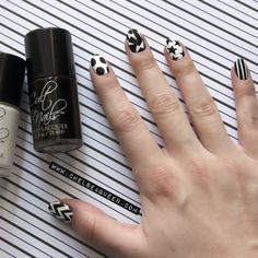 Black and White www.chelseaqueen.com ___________________________________ How could you not love these nails?