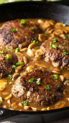 How to Make Steak Patties with Brown Gravy, Onions, and Mushrooms… Texas-style!  To mix things up, trying smoothering the Chopped Steak and Mushrooms with cheese! Sirloin Steak Recipes, Salisbury Steak Recipes, Salisbury Steak Recipe With Brown Gravy Mix, Thin Steak Recipes, Chop Meat Recipes, Brown Gravy Recipe, Steak Marinades, Chopped Steak Recipes, Gastronomia