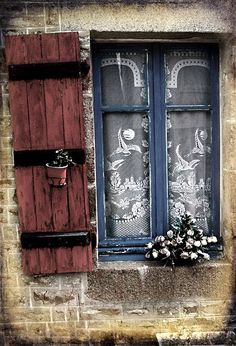 ♔ French country window with lace curtains