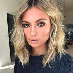 20 beste kurze Haare für welliges Haar You are in the right place about wavy hair sew in Here we off Cute Simple Hairstyles, Cool Short Hairstyles, Pretty Hairstyles, Short Hair Styles, Hairstyle Ideas, Hairstyle Short, Hairstyles Haircuts, Wavy Lob Haircut, Short Hair Blowout