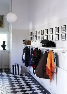 Stylish Storage: 10 Best Ways to Organize Your Entryway (hooks on underside of a shelf! Hallway Coat Rack, Hallway Shelf, Entryway Storage, Jones Design Company, Apartment Entryway, Enchanted Home, Home And Deco, Mudroom, Sweet Home