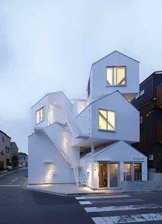 「名建築」になるか「迷建築」になるか?紙一重の作品たち。10選【Art+Architecture】