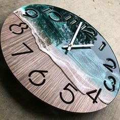 "Those ""Beach waves"" looks amazing 😍 What do you guys think about this Clo. - Kreativ - Resin - ideen uhr Those ""Beach waves"" looks amazing 😍 What do you guys think about this Clo. Diy Resin Art, Diy Resin Crafts, Wood Crafts, Stick Crafts, Diy Wood, Epoxy Resin Wood, Diy Epoxy, Resin Furniture, Wood Clocks"