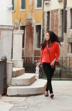 LOST IN VENICE /  Red silk, black skinnies and the Louis Vuitton Favorite PM