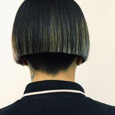 My old friend, the result of skilful cutting. Undercut Hairstyles Women, Short Bob Hairstyles, Pretty Hairstyles, Short Hair Cuts, Short Hair Styles, Straight Bangs, Bowl Cut, Cut My Hair, Hairdresser