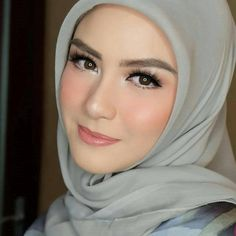 Makeover tips: simple makeup with hijab tutorial and hijab makeup tips. Simple Makeup, Natural Makeup, Natural Blush, Natural Beauty, Flawless Makeup, Beauty Makeup, Hijab Makeup, Muslim Beauty, Girl Hijab