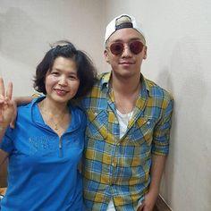 gayong.yun's photo 在跟我媽聊天的途中 我媽傳來跟韓國歌手Big Bang 勝利的合照哈哈  來釜山記得要來。 新興館 我家餐廳吃韓國到地最好吃的炸醬麵喔~ 好開… http://ift.tt/1G9rAMG