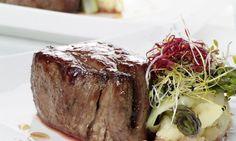 Receta de Solomillo de buey glaseado con miel de cerveza Around The World Food, Steak, Canning, Spain, Recipes, Beef Tenderloin Recipes, Frosting, Pork, Vegetables