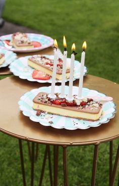 juhlahumua_blogi_juhlahuuma_lastenjuhlat_kesäiset kaverisynttärit_jäätelökakku