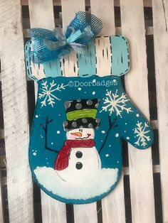 51 New Ideas Winter Door Hangers Diy Ribbons Diy Christmas Cards, Christmas Door, Christmas Signs, Christmas Projects, Christmas Wreaths, Snowman Crafts, Christmas Crafts, Wood Cut, Snowman Door