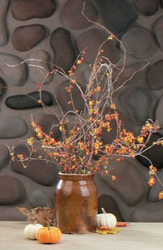 How to Make a Bittersweet Bouquet Thanksgiving Centerpiece from Taste of Home #Thanksgiving #DIY