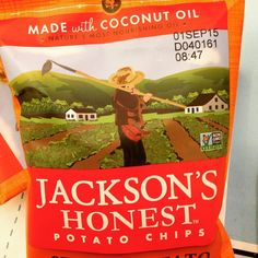 Sweet potatoes and coconut oil. Nothing else. Perfect snack for the whole family (and the kids love them!) @jacksonshonestchips  #sweetpotato #coconutoil #newfriends #freesample #delicious #unfi