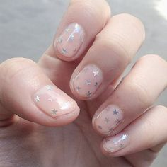 Simple short nails ideas. Star decal nail art clear nail polish short nails. G;)