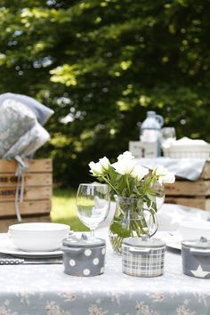 Picnic table cloths for small square tables and French pottery