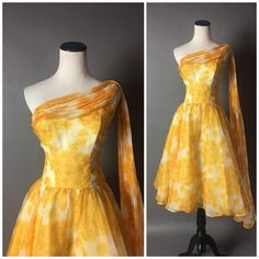Vintage dress / dress / fit and flare dress / floral dress / cocktail dress / party dress / prom dress / pinup dress / 8451 Pin Up Dresses, Fashion Dresses, Dress Up, Prom Dresses, Trendy Dresses, Trendy Outfits, Formal Dresses, Vintage 1950s Dresses, Retro Dress
