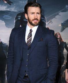 Chris Evans repite como Capitán América... y como hombre más elegante