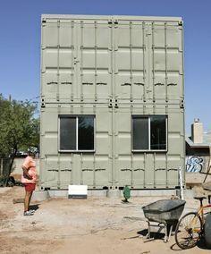 A arquitetura com container cai bem em qualquer projeto, mas em sobrados fica melhor ainda. Abaixo uma coletânea inspiradora para você que... #cargocontainerhomes