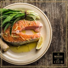 When it comes to eating as an Ultimate Foodie, nothing beats wild salmon in its first week in season with some lemon and perhaps a mustard sauce! Le Club, Fresh Rolls, Beats, Mustard, Salmon, How To Memorize Things, Ethnic Recipes, Food, Fine Dining