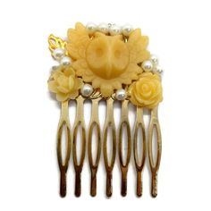 combs Owl Cream Hair Comb Pearl Wedding Fascinator-Bridal Hair Comb Valentines Gift-Bridesmaid Gift-Floral Hair Clip-White Hair Comb-Wedding Party This comb is beautiful. It features cream flow Wedding Fascinators, Hair Comb Wedding, Bridal Hair, Wedding List, Dream Wedding, Cream Flowers, Floral Hair, Bridesmaid Gifts, Valentine Gifts
