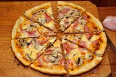 pizza cu blat aromat 12 Tumblr Food, Hawaiian Pizza, Food Cravings, Yummy Drinks, Vegetable Pizza, Food And Drink, Snacks, Cooking, Pitta