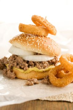 Paula Deen Onion burgers- these sound yummy! Best Burger Recipe, Burger Recipes, Gourmet Burgers, Beef Burgers, Paula Deen, Hamburgers, Cheeseburgers, Food Network Recipes, Cooking Recipes
