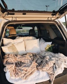 sleepover with boyfriend Travel Couple Goals Friends Ideas Fun Sleepover Ideas, Sleepover Party, Party Fun, Cute Date Ideas, 31 Ideas, Dream Dates, Summer Goals, Summer Aesthetic, Couple Aesthetic