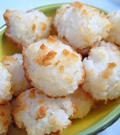 Pinner wrote: Bite-Sized Coconut Macaroons - They are so yummy and i love that they are bite sized! I drizzled chocolate over them and instantly found them addicting! wonderful recipe and really easy! Cookie Desserts, Just Desserts, Cookie Recipes, Delicious Desserts, Dessert Recipes, Yummy Food, Bar Recipes, Tasty Meals, Keto Cookies