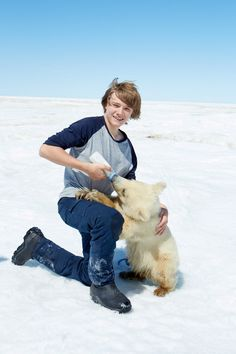 Aww Dakota with the polar bear cub in Midnight Sun. I want to see that movie so bad.